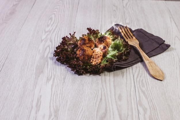 健康的なサルード食品の食べ物