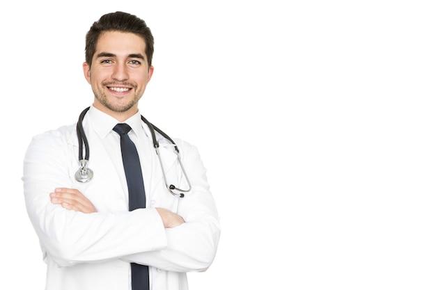 健康は最優先事項です。側面の白いコピースペースに分離された自信を持って笑っている若い男性医師の半分の長さのスタジオの肖像画
