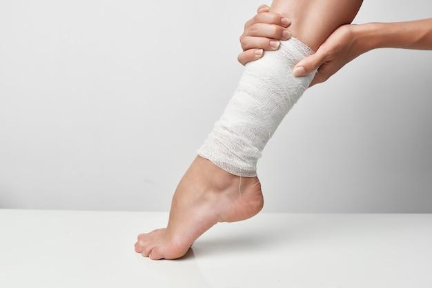 健康上の問題包帯の脚の外傷学のクローズアップ