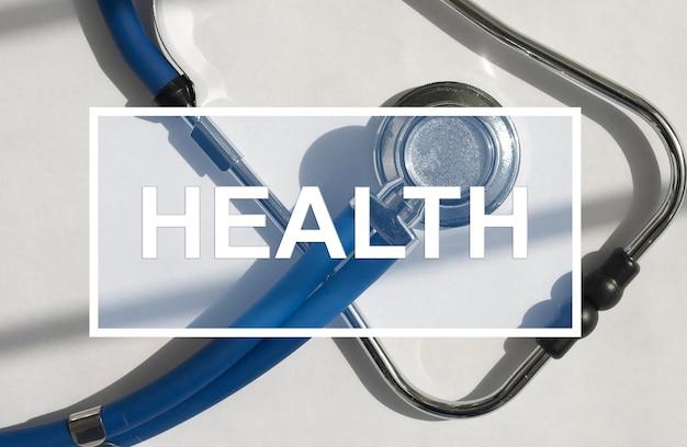 Слово здоровья на стетоскоп медицинской концепции здравоохранения