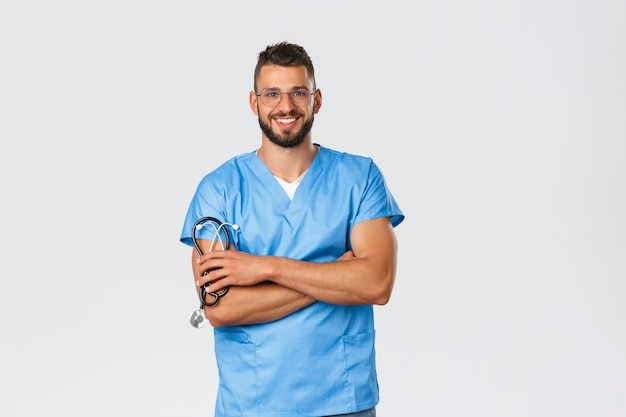 Медицинские работники, медицина, covid-19 и концепция самокарантина при пандемии.