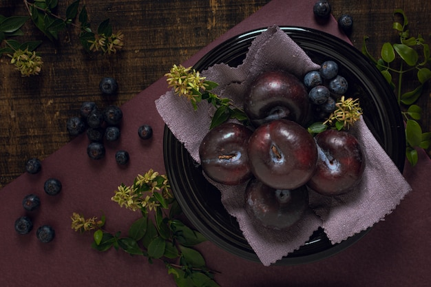 Healthy arrangement with plums and blueberries