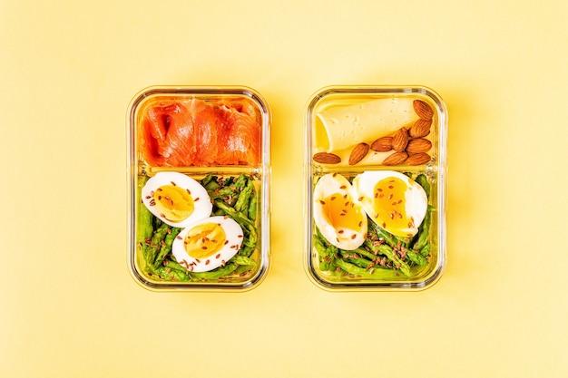 건강한 균형 잡힌 도시락, 케토 제닉 다이어트 점심, 사무실 용 가정 음식