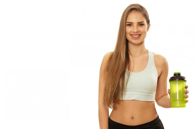 Здоровая красивая фитнес женщина готова к тренировке