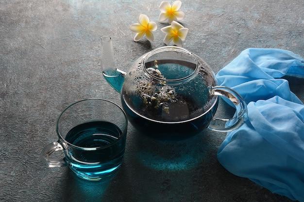 花から健康的な青い蝶エンドウ茶