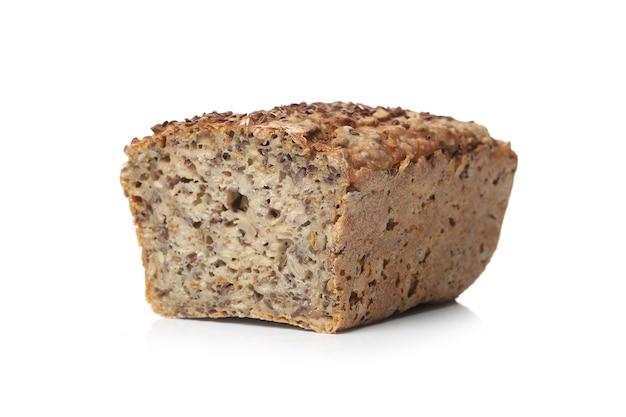 白い表面に健康的なパン
