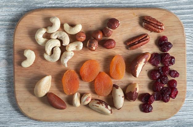 Здоровый завтрак для очищения организма и снижения холестерина, вид сверху