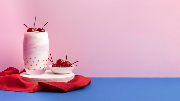 Здоровый завтрак с йогуртовой композицией