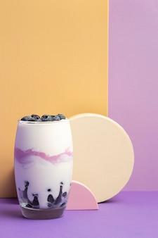 Pasto sano della colazione con yogurt