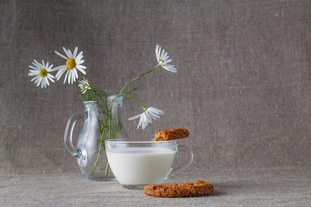 Здоровый завтрак. овсяное печенье с молоком