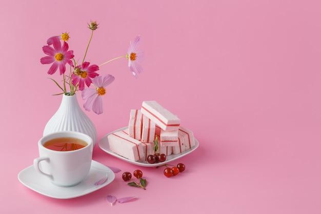 テーブルの上の健康的な朝食をクローズアップ