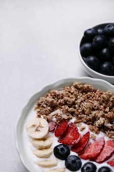 Healthy breakfast with cereals and fruits