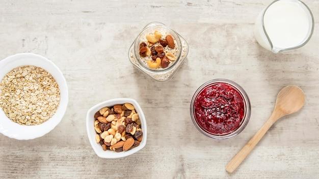 朝食用の健康的なシリアルと種子