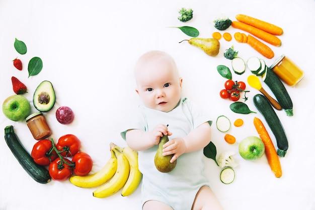 건강한 어린이 영양 식품 배경 아기 첫 번째 고형 수유