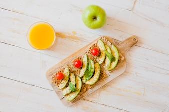 Healthy crisps with avocado