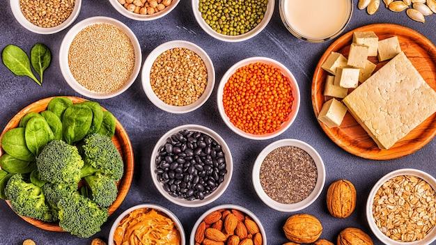 健康的な食事ビーガンフード、野菜タンパク質源。上面図。