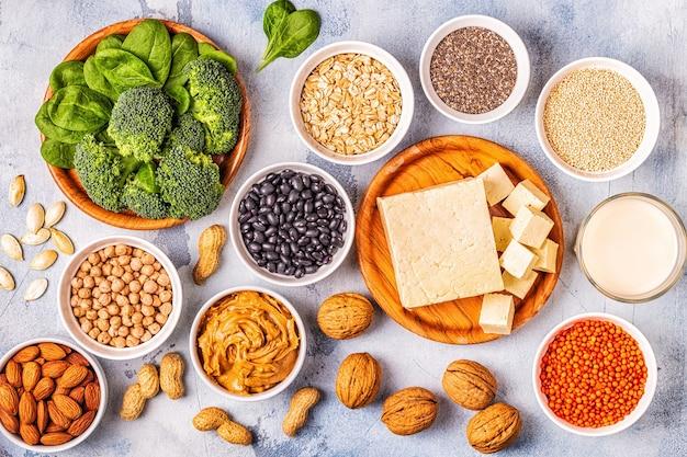 Здоровая диета, веганская еда, источники растительного белка. вид сверху.