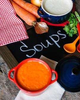 健康的な夕食、野菜スープ