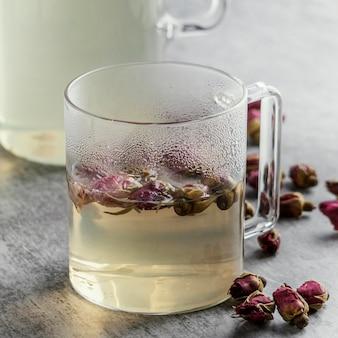 Composizione bevanda salutare sul tavolo