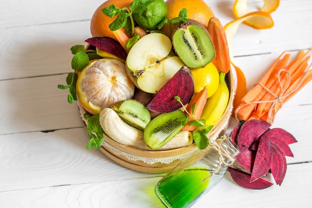 健康的な食事の果物