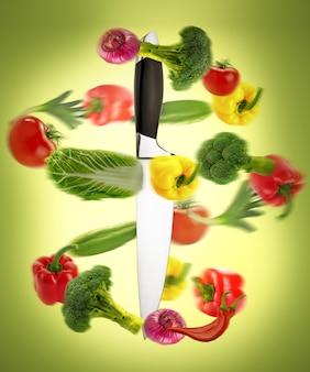 健康的な食事、野菜入りナイフ