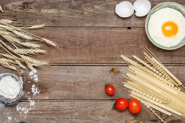 Alimentazione sana, tagliatelle di grano duro