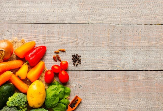 Здоровая еда и копирование пространства, свежие овощи