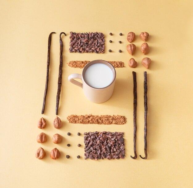 クリーム色の背景に配置された健康食品。バニラ、ヘーゼルナッツ、ココア、イナゴマメ、コショウ、ミルクの組み合わせ。健康と美容のコンセプト。