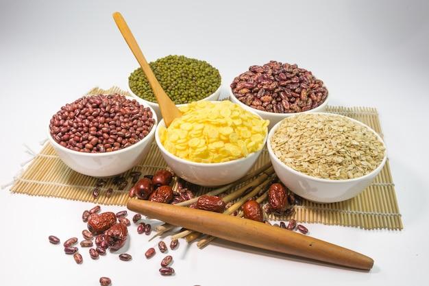 Здоровые миски еды