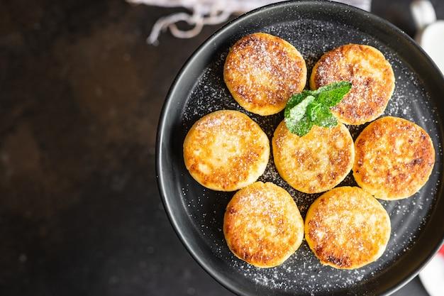 ヘルシーフードチーズケーキスイートカード朝食シルニキデザートカッテージチーズパンケーキ