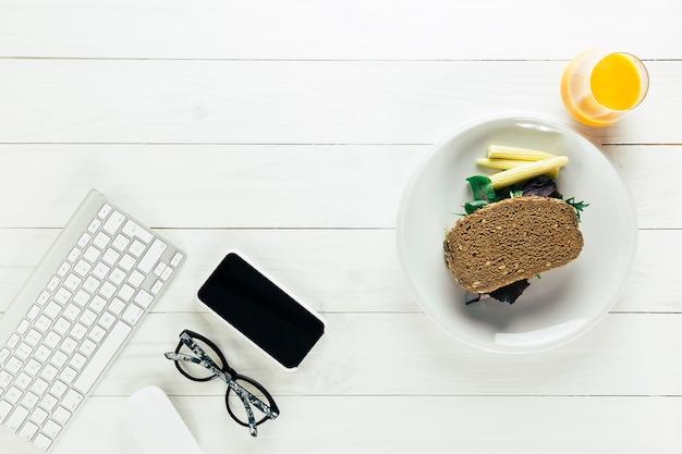 Состав здоровой пищи с клавиатурой