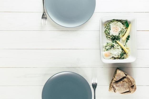 Composizione di cibo sano con piatti