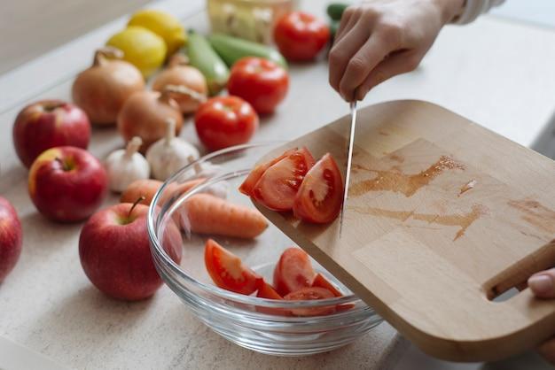 Concetto di cibo sano con pomodori