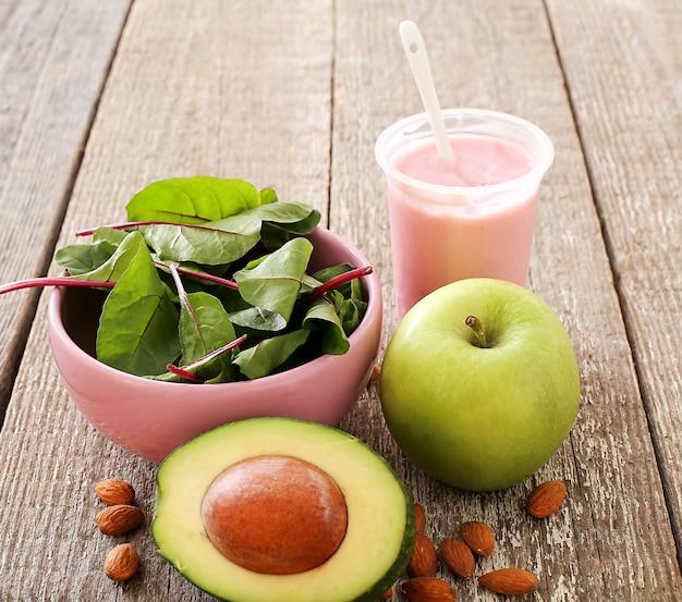 건강 식품, 과일 및 요구르트