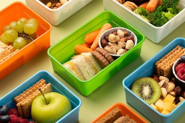 健康的なお弁当箱の配置