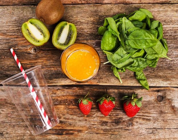 木製のテーブルの健康食品