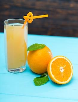 비타민 c가 풍부한 건강하고 신선한 오렌지 주스