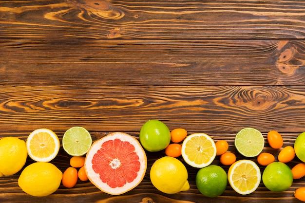 コピースペースを持つ健康的なフルーツフレーム