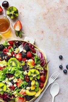 건강한 과일 샐러드 플랫 누워 음식 사진