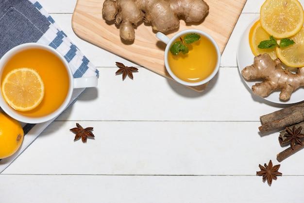 Полезные ингредиенты имбирного чая на деревянном столе