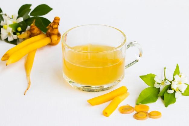 健康管理のための健康的なハーブ飲料ガランガル