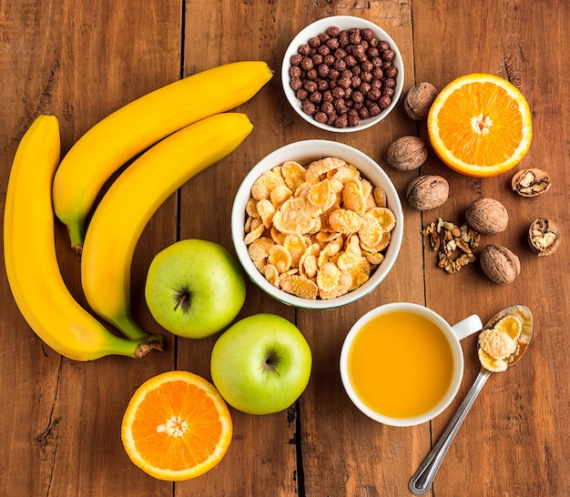 Здоровый домашний завтрак из мюсли