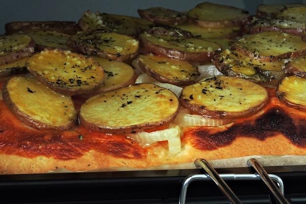 ヘルシーな自家製ポテトピザ