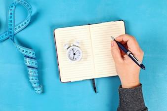 メモ帳で健康的なライフスタイルのコンセプト