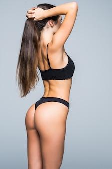 건강한 라이프 스타일 다이어트 및 피트니스. 아름다운 슬림 여성의 몸. 소녀의 완벽한 슬림 톤의 젊은 몸. 피트니스 또는 성형 수술 및 미용 미용. 탄력있는 엉덩이. 회사 엉덩이