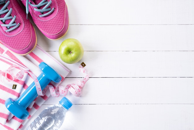 白い木の健康的なライフスタイル、食べ物、スポーツのコンセプト