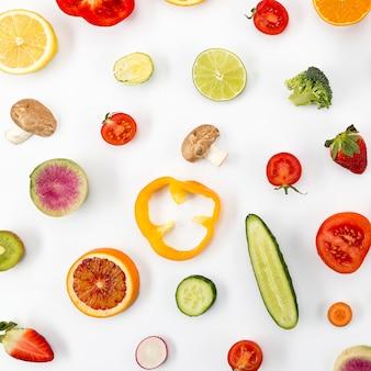 Здоровый образ жизни овощей и кусочков фруктов