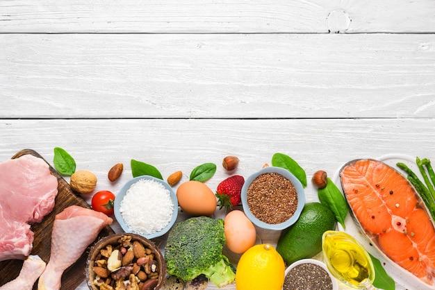 健康的な低炭水化物製品。ケトジェニックケトダイエットコンセプト。上面図