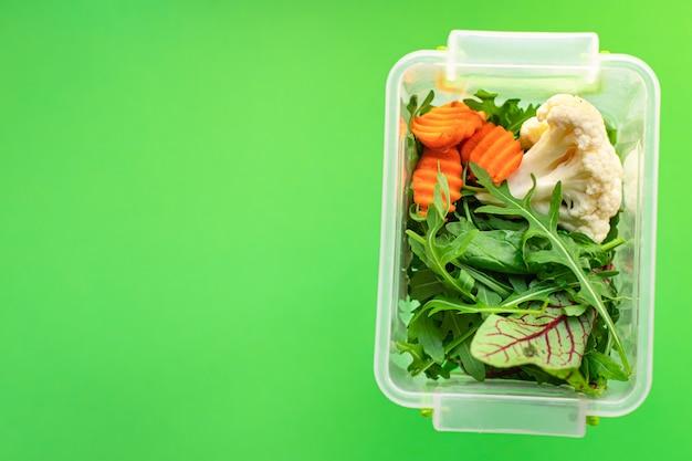 Здоровое питание употребление органических диетических продуктов свежее приготовление продуктов в контейнере еженедельный обед порционное меню