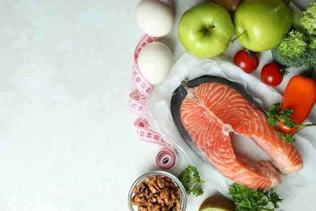 白いテクスチャ背景、テキスト用のスペースに健康的な栄養の概念